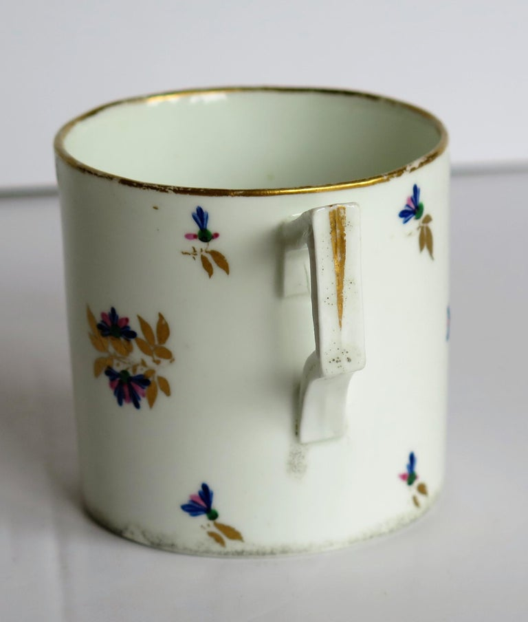 George 3rd Derby Coffee Can Chantilly Sprigs Pattern 129, circa 1805-1810 For Sale 1