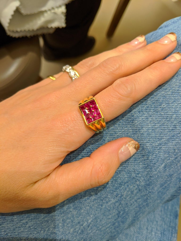 Contemporary George Gero 18 Karat Yellow Gold, 2.90 Carat Ruby Ring For Sale