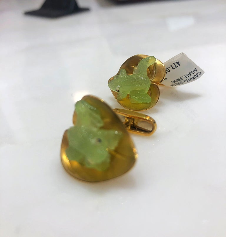 George Gero 18 Karat Yellow Gold and Agate Frog on a Lily Pad Cufflinks In New Condition For Sale In New York, NY