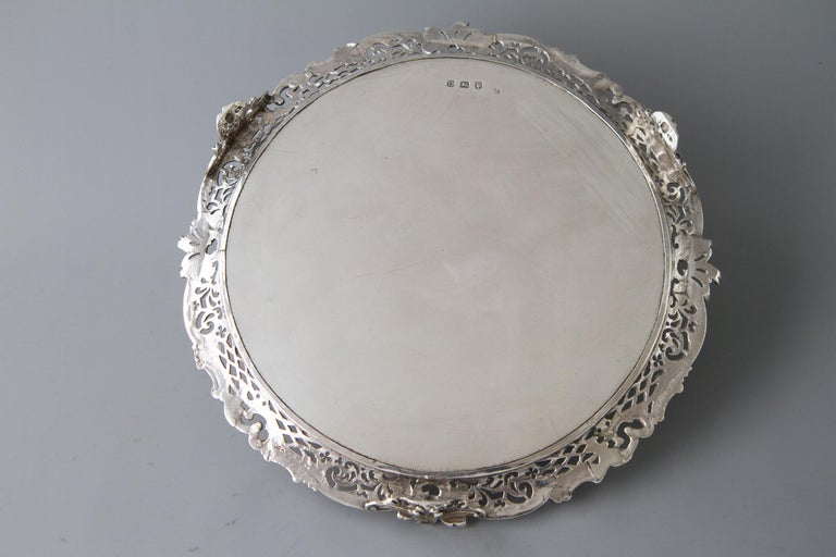 British George II Huguenot Silver Salver, London 1759 by Samuel Courtauld For Sale