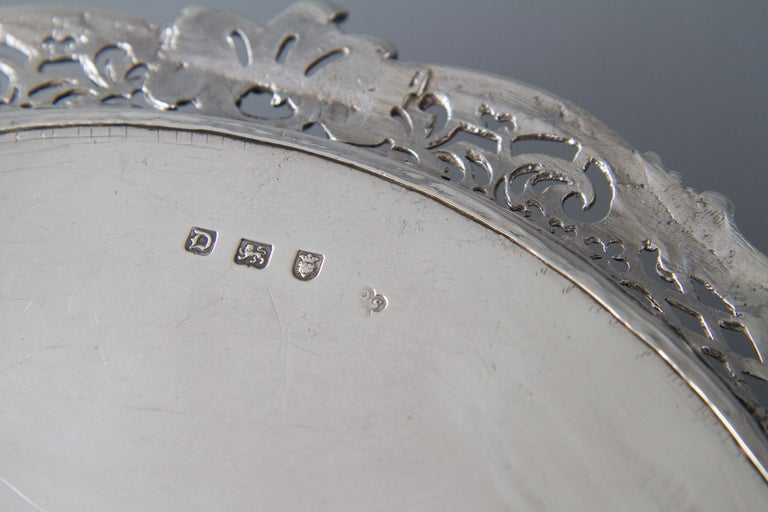 George II Huguenot Silver Salver, London 1759 by Samuel Courtauld In Good Condition For Sale In Cornwall, GB