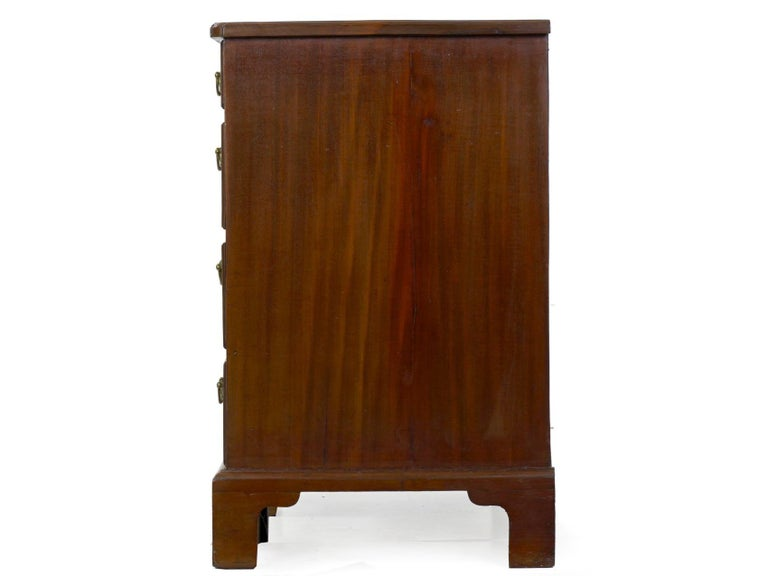 George II Mahogany Kneehole Dressing Table Desk, England, circa 1750 For Sale 7