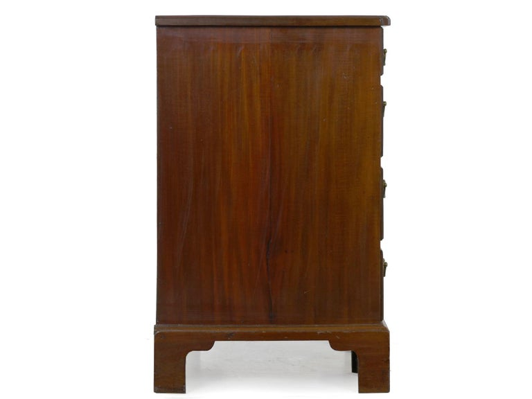 George II Mahogany Kneehole Dressing Table Desk, England, circa 1750 For Sale 11