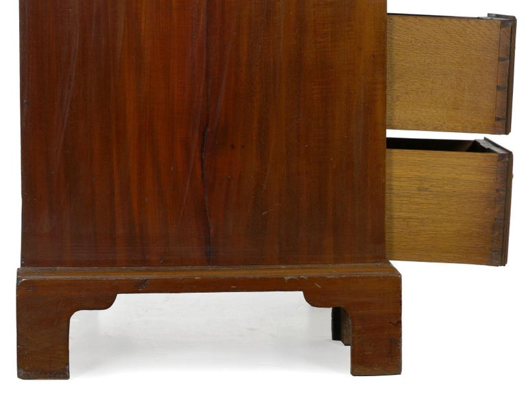 George II Mahogany Kneehole Dressing Table Desk, England, circa 1750 For Sale 13
