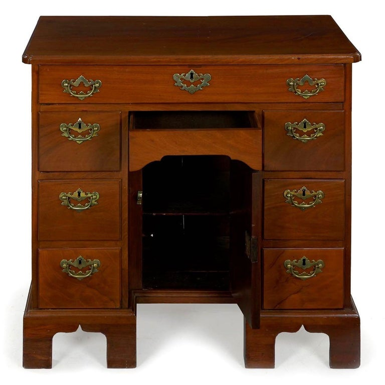 English George II Mahogany Kneehole Dressing Table Desk, England, circa 1750 For Sale