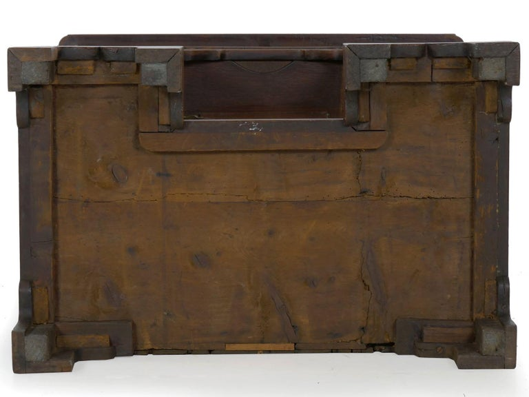 18th Century and Earlier George II Mahogany Kneehole Dressing Table Desk, England, circa 1750 For Sale