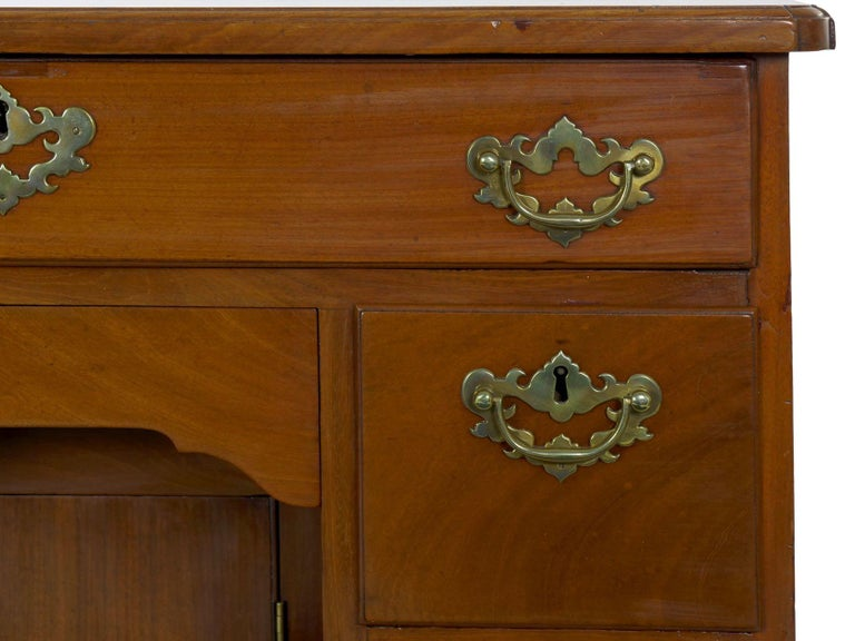George II Mahogany Kneehole Dressing Table Desk, England, circa 1750 For Sale 1