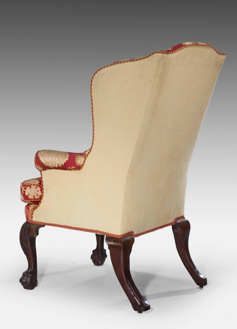 George II Period Walnut Wing Chair In Excellent Condition For Sale In Peterborough, Northamptonshire
