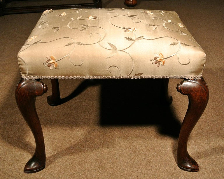 George II Walnut Stool, circa 1740 In Good Condition For Sale In Dallington, East Sussex