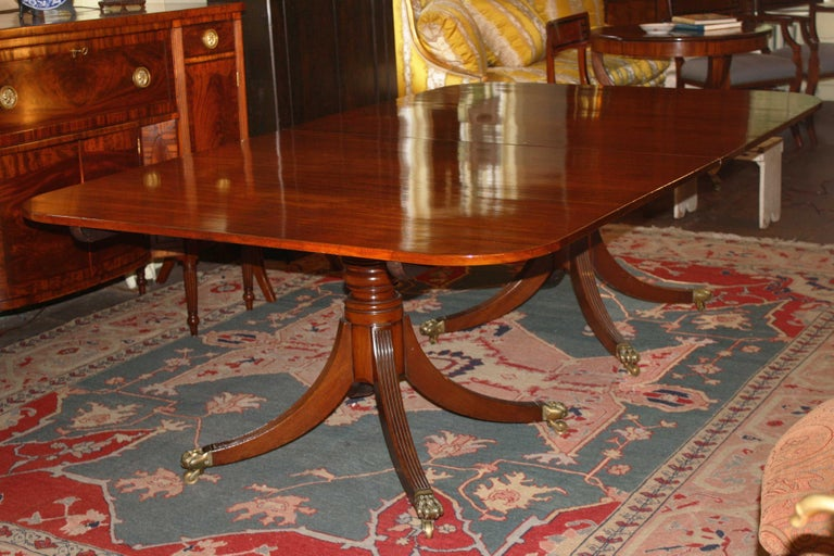 George III Double Pedestal Mahogany Dining Table In Good Condition For Sale In Woodbury, CT