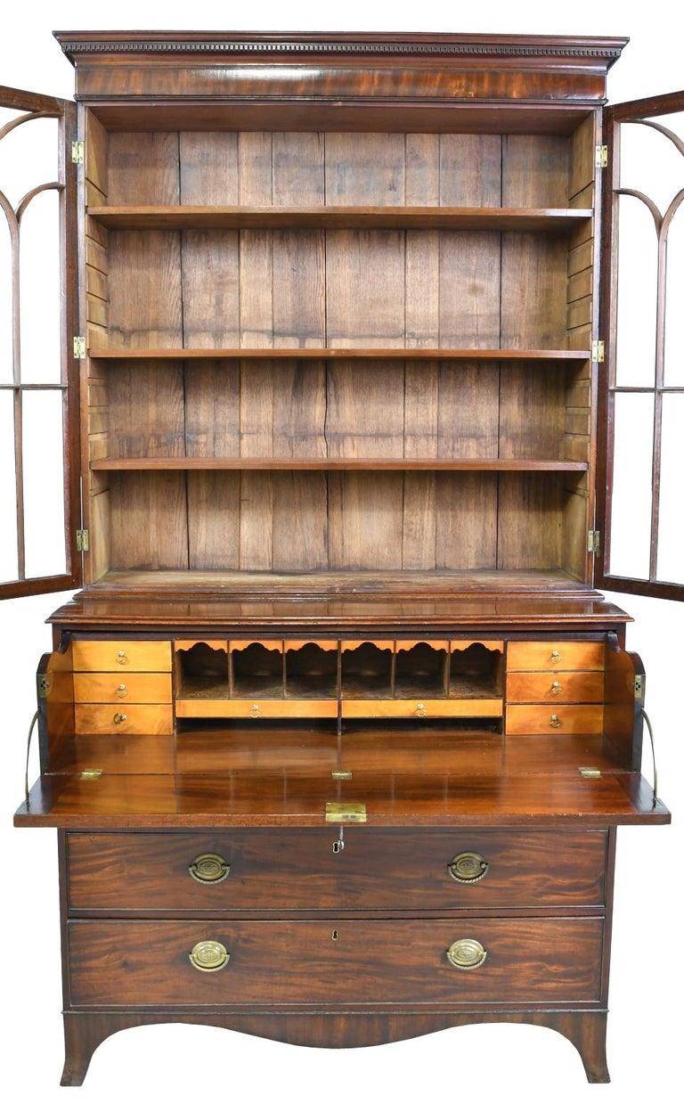 George III/ Hepplewhite Bookcase in Mahogany, Drawer-Front Secretary, circa 1810 In Good Condition For Sale In Miami, FL