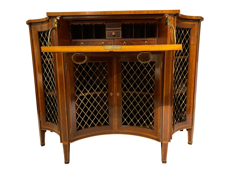 George III Mahogany and Rosewood Credenza In Good Condition For Sale In Essex, MA