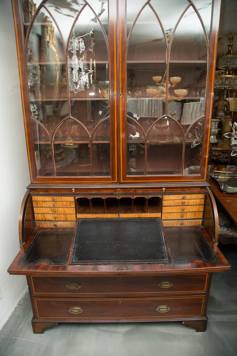George III Mahogany and Satinwood Secretary Bookcase, 18th Century For Sale 4