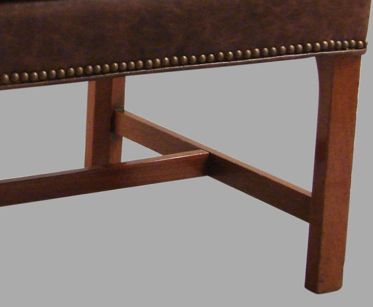 George III Mahogany Bench Upholstered in Leather In Excellent Condition For Sale In San Francisco, CA