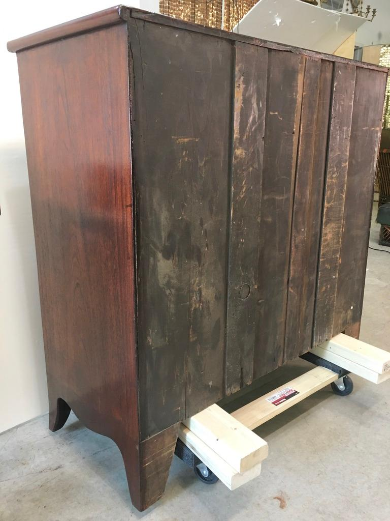 George III Mahogany Bow Front Chest of Drawers For Sale 14