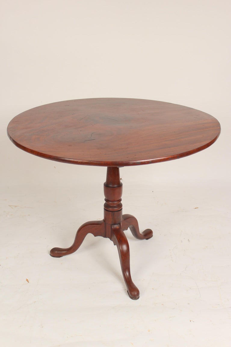 George III Mahogany tilt top table In Good Condition For Sale In Laguna Beach, CA