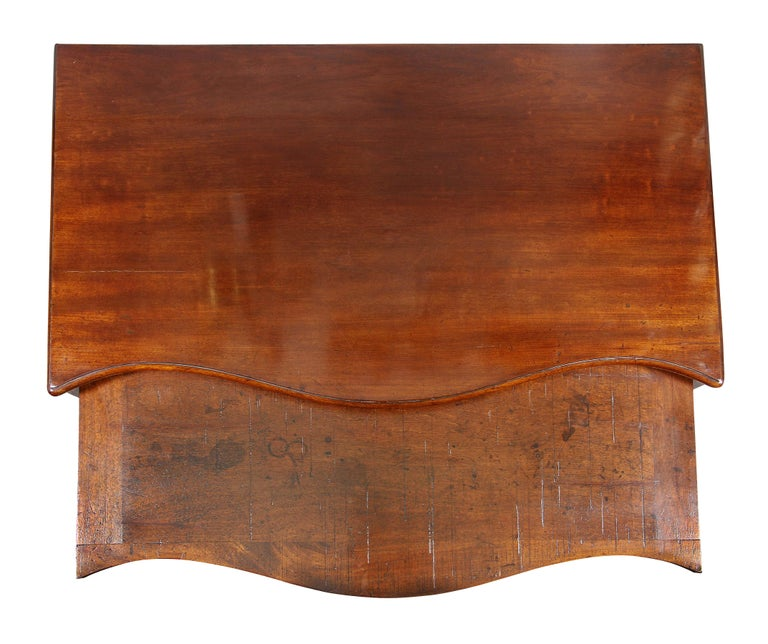 English George III Mahogany Serpentine Chest of Drawers For Sale