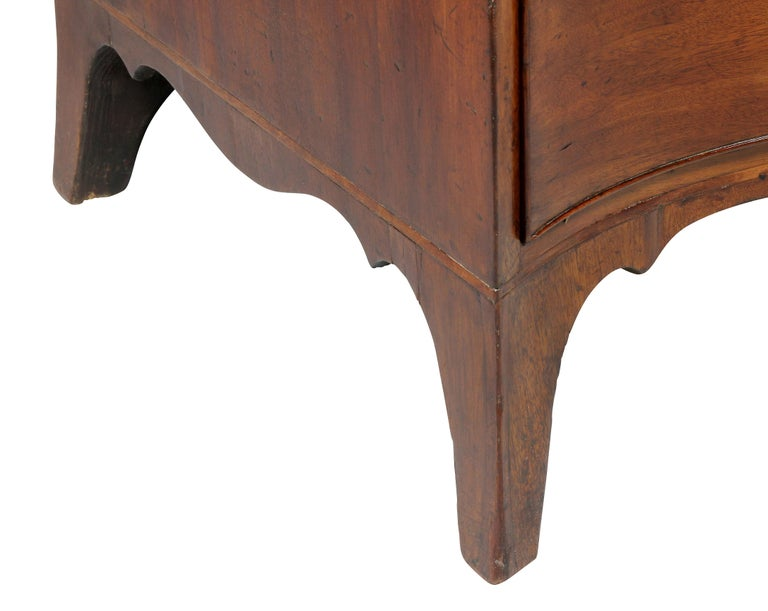 George III Mahogany Serpentine Chest of Drawers For Sale 1