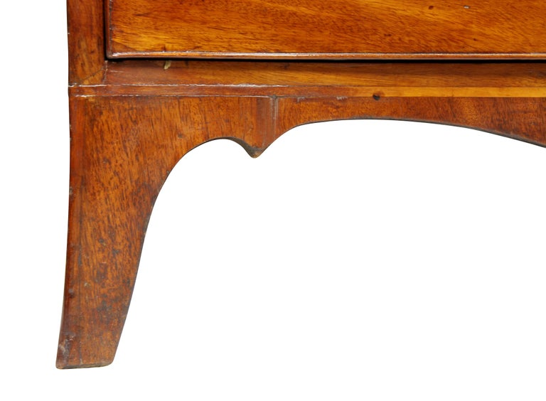 George III Mahogany Serpentine Chest of Drawers For Sale 2