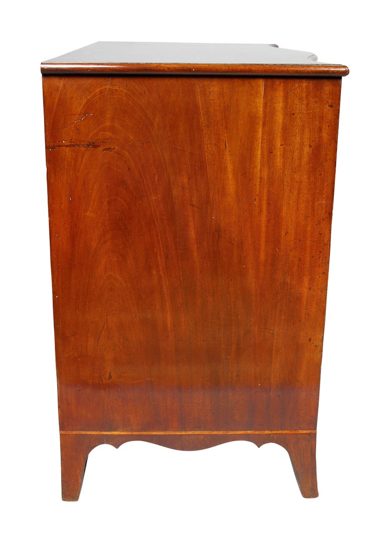 George III Mahogany Serpentine Chest of Drawers For Sale 3