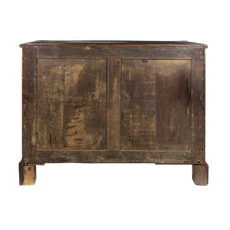 George III Mahogany Serpentine Fronted Chest of Drawers, circa 1765 For Sale 3