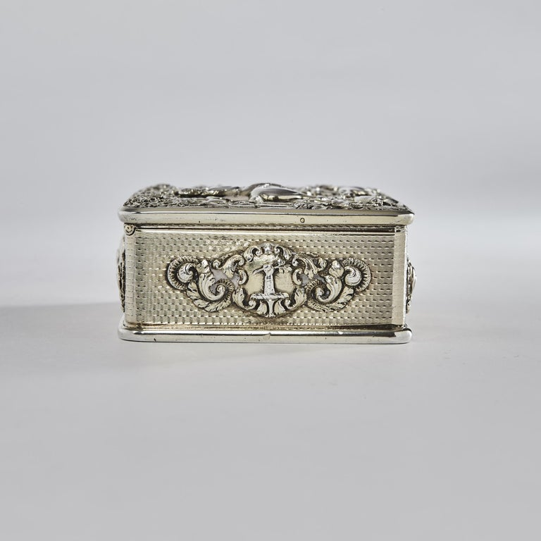 George III Silver Gilt Snuff Box with Hunting Scene In Good Condition For Sale In London, GB