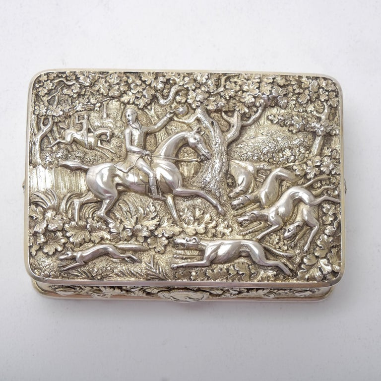 George III Silver Gilt Snuff Box with Hunting Scene For Sale 2