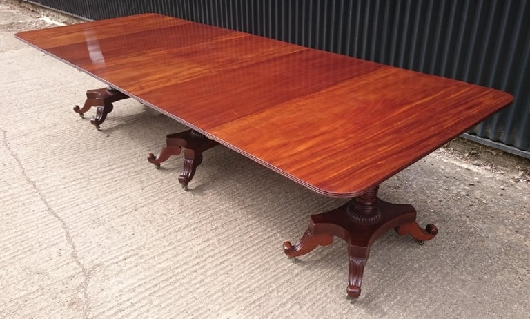 George IV Period 19th Century Antique Mahogany Three Pedestal Dining Table In Good Condition For Sale In Gloucestershire, GB
