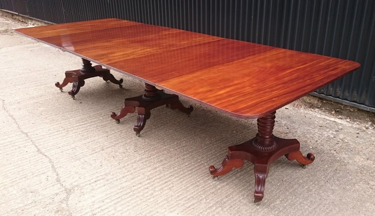 George IV Period 19th Century Antique Mahogany Three Pedestal Dining Table For Sale 1