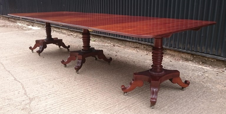 George IV Period 19th Century Antique Mahogany Three Pedestal Dining Table For Sale 2