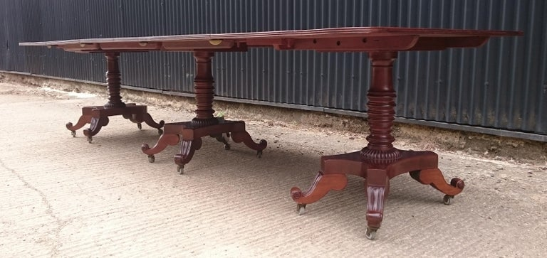 George IV Period 19th Century Antique Mahogany Three Pedestal Dining Table For Sale 3