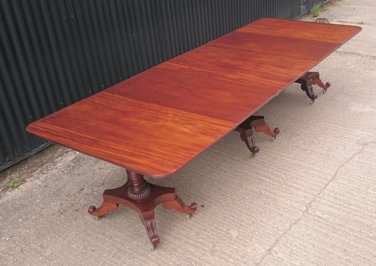 George IV Period 19th Century Antique Mahogany Three Pedestal Dining Table For Sale 4