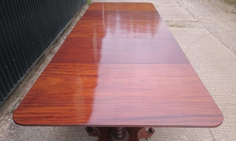 George IV Period 19th Century Antique Mahogany Three Pedestal Dining Table For Sale 5