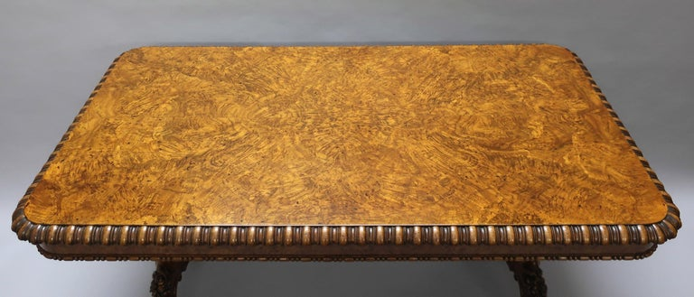A stunning George IV pollard oak pillar end table by the renowned furniture makers Gillows of Lancaster. The table has a wonderful figured pollard oak veneered top with decorative quarter turned moulded edge. The frieze has a turned moulded edge and