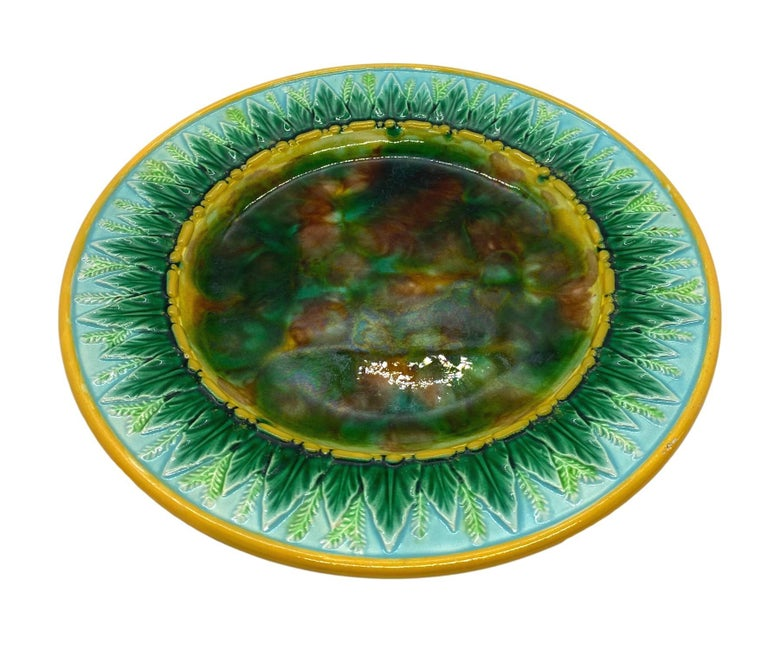 English George Jones Majolica Plate with Mottled Center, Green Leaves on Turquoise For Sale