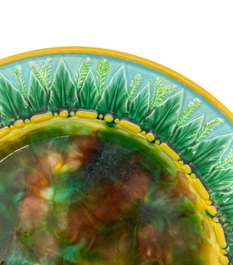 Molded George Jones Majolica Plate with Mottled Center, Green Leaves on Turquoise For Sale