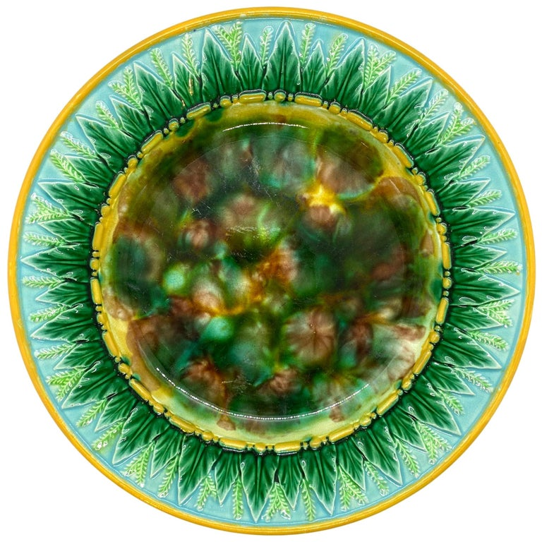 George Jones Majolica Plate with Mottled Center, Green Leaves on Turquoise For Sale
