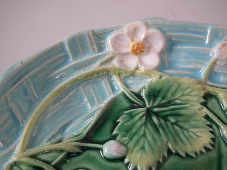 George Jones Majolica Pond Lily Strawberry Server For Sale 8
