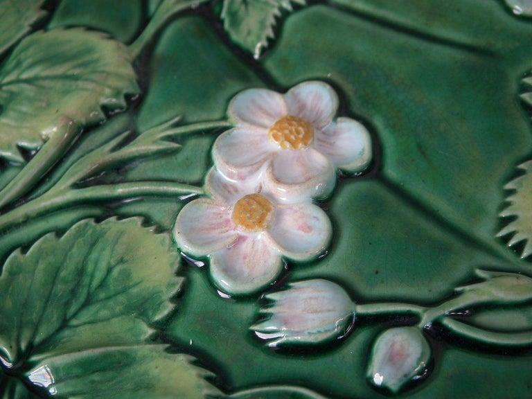George Jones Majolica Pond Lily Strawberry Server For Sale 3