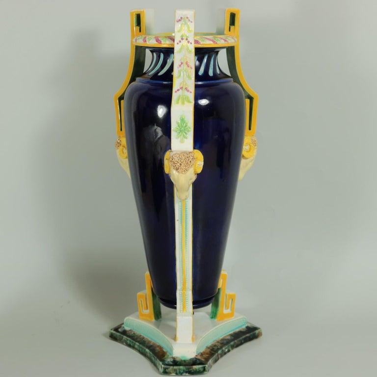 George Jones Majolica Rams Head Vase In Good Condition For Sale In Chelmsford, Essex