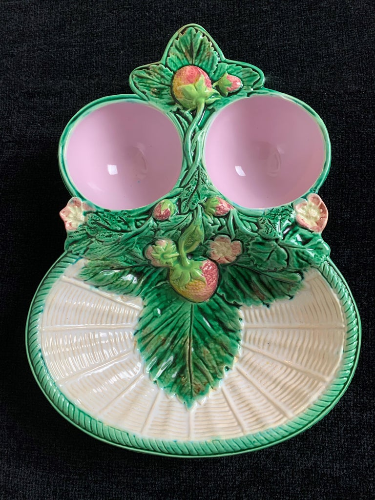 Victorian George Jones Majolica Strawberry Server White Wicker Ground, English, ca. 1868 For Sale