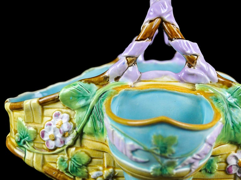 George Jones Majolica Yellow Strawberry Basket with Bees, English, ca. 1875 For Sale 1