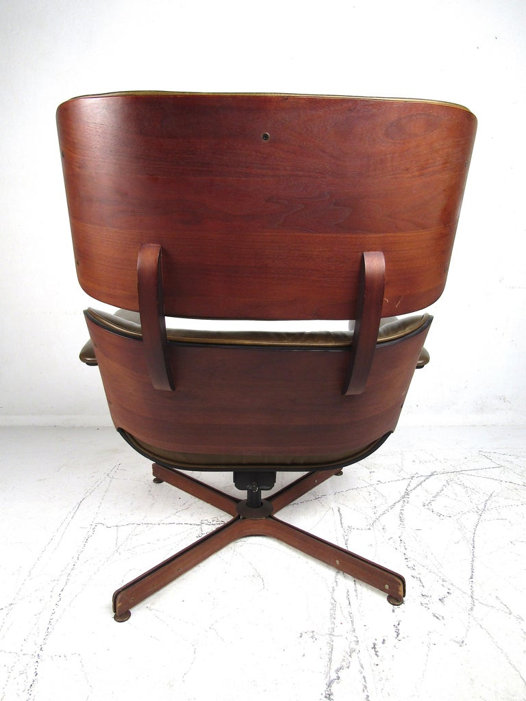 George Mulhauser Bentwood Swiveling Lounge Chair and Ottoman for Plycraft For Sale 4
