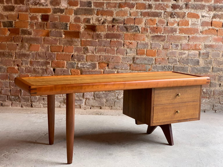 George Nakashima Coffee Table, 1958 In Good Condition For Sale In Longdon, Tewkesbury