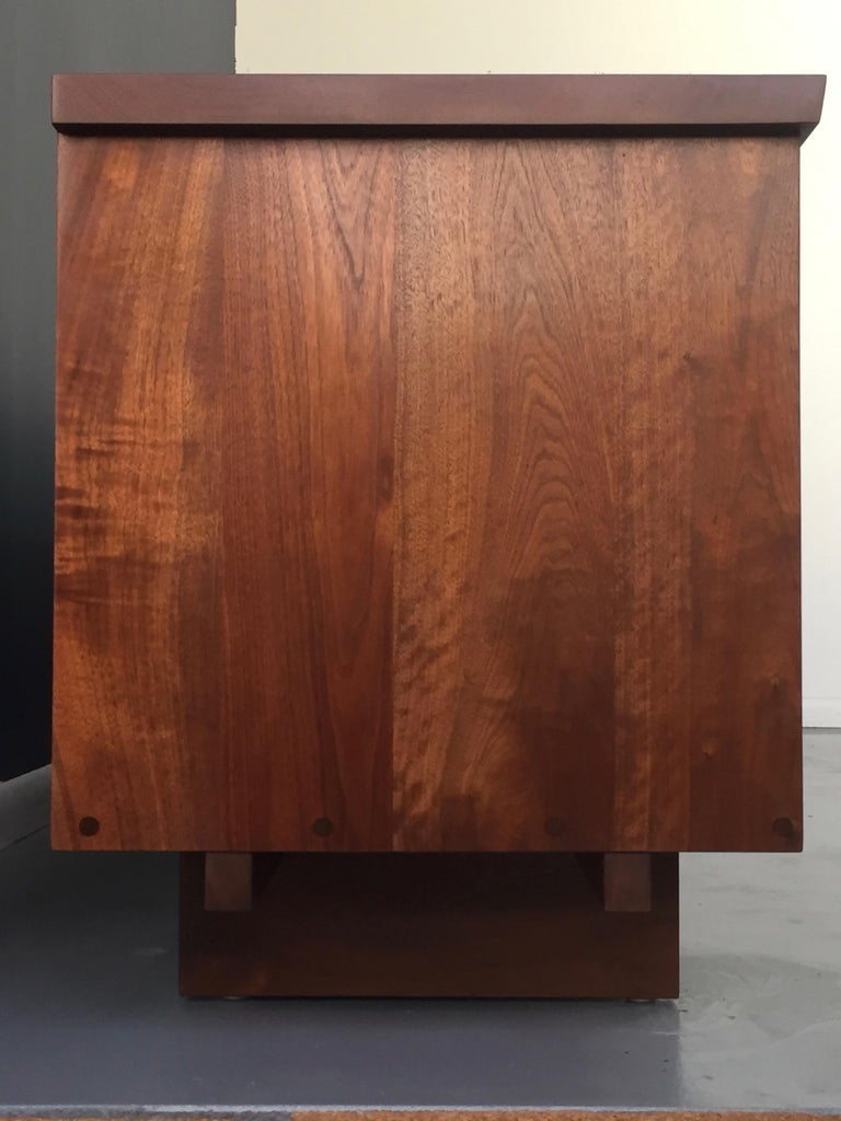 George Nakashima Rare Four-Door Pandanus Cabinet in Walnut and Teak, Midcentury For Sale 10
