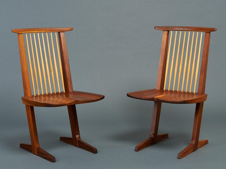 American George Nakashima, Rare Sculptural Pair of Conoid Chairs in Walnut, Signed, 1989 For Sale
