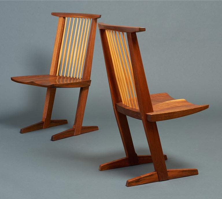 Mid-Century Modern George Nakashima, Rare Sculptural Pair of Conoid Chairs in Walnut, Signed, 1989 For Sale