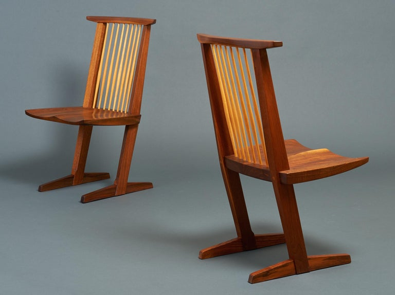 George Nakashima, Rare Sculptural Pair of Conoid Chairs in Walnut, Signed, 1989 In Excellent Condition For Sale In New York, NY