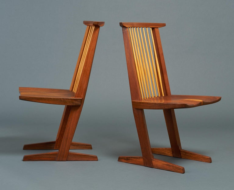 20th Century George Nakashima, Rare Sculptural Pair of Conoid Chairs in Walnut, Signed, 1989 For Sale