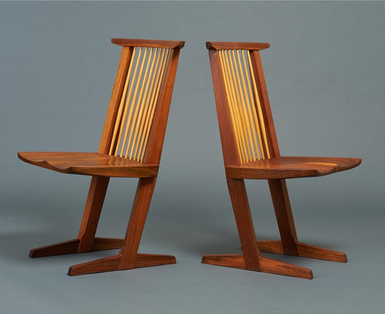 Hickory George Nakashima, Rare Sculptural Pair of Conoid Chairs in Walnut, Signed, 1989 For Sale